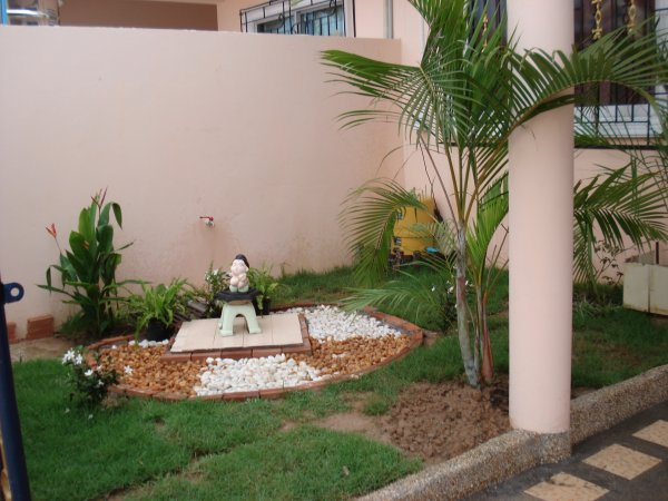 garden of 2 bedroom townhouse, Chok Chai 4. Click for larger picture